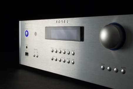 rotel-ra-1570-receiver-frontmem-1500x1000